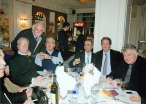 Ο τιμηθείς κ. Συντριβάνης Δημήτριος επισκέπτεται το τραπέζι με τους κ.κ. Κοτρώτσιο Κλέαρχο, Μπίντα Αντώνιο,Πετρίδη Ιάκωβο,Ευαγγέλου Αθανάσιο & του τ. Υπουργού κ.Γ.Kωνταντόπουλου